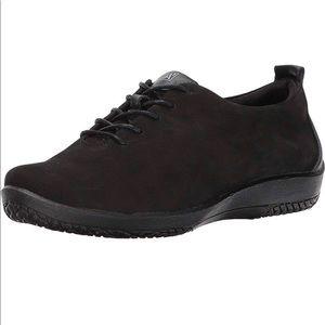 NWOT Arcopedico Francesca Black shoes